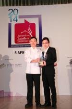 <br />Chung Lap Fai (Hua Ting) wins the Vismark Asian Cuisine Chef of the Year award! Director of Sales & Marketing, Vismark Food Industries, Mr Steve Tan is presenting the award