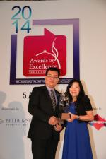 <br />International Sales Manager, Sico Asia, Ms Jannes Toh presents the Sico Asia Banquet Manager of the Year award to William Lee (Capella Singapore)
