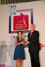 <br />Managing Director Asia Pacific, Graf Von Faber-Castell, Count Andreas Graf Von Faber-Castell presenting the Food Writer of the Year award to Supriya Sundaram.