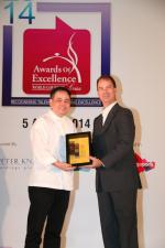 <br />At-Sunrice GlobalChef Academy GlobalChef Award 2014 recipient Chef Cassian Tan receiving his award from Chief Executive, At-Sunrice Global Chef Academy, Mr Lawrence McFadden